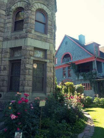 Castle Marne Bed & Breakfast Inn: Garden