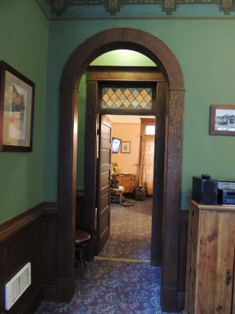 The Kirk House Bed & Breakfast: A view into the room from the common area