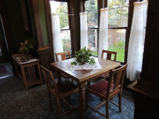 The Kirk House Bed & Breakfast: A dining table in the common area
