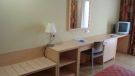 Alcazaba Mar Hotel: Escritotio habitación