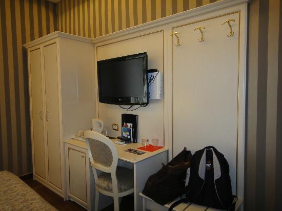 Trevi 41 Hotel: Muebles muy delicados
