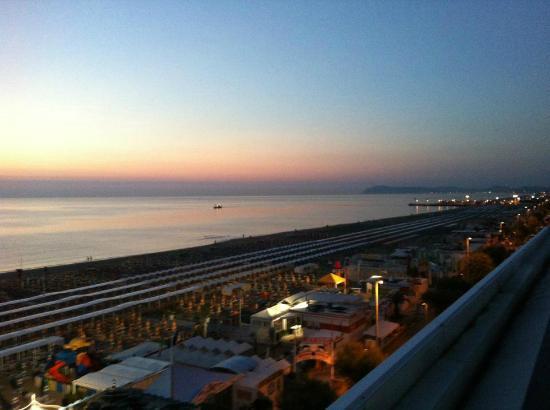 Club Hotel Riccione: poco prima dell'alba