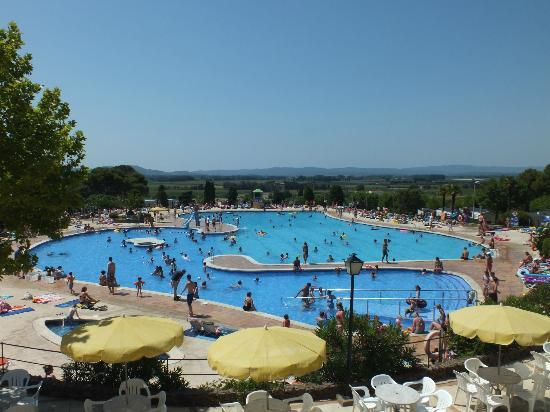 Camping Castell Montgrí: Castell Montgri main pool area