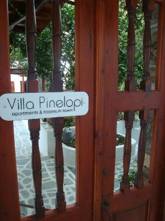 Villa Pinelopi Apartments & Rooms : entrée