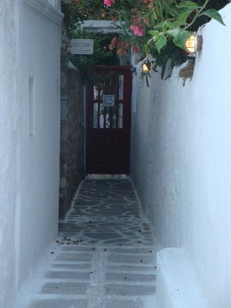 Villa Pinelopi Apartments & Rooms : ruelle vers Pinelopi