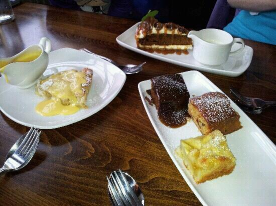 The Woolpack Inn: Lush puds!!