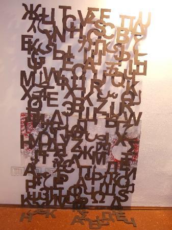 Museo di Arte Contemporanea Lu.C.C.A. - Lucca Center of Contemporary Art : l.u.c.c.a - scultura a parete