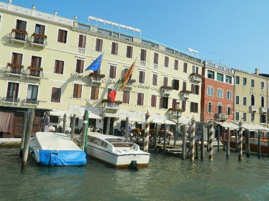 Hotel Carlton Capri: Front of the Carlton Hotel on the Grand Canal (sister hotel)