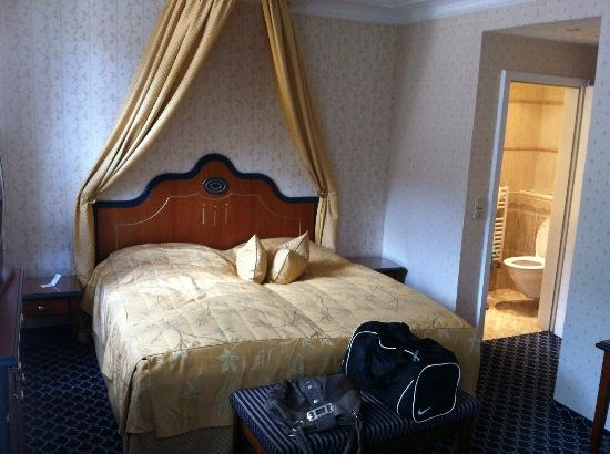 Mokni's Palais Hotel & Spa: Das Zimmer mit sep. WC