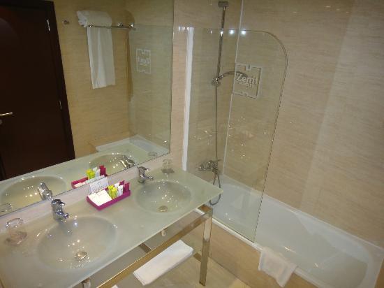 Hotel Zenit Borrell: bañera