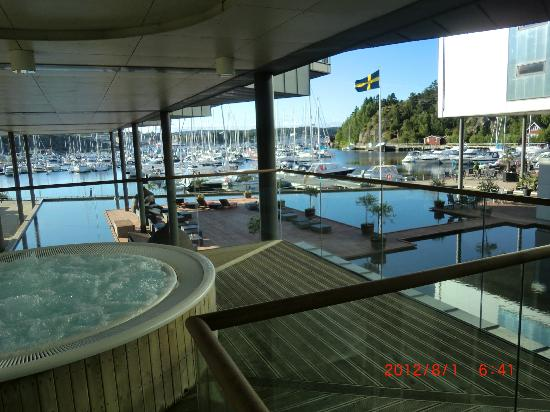 Stromstad Spa: Bubbelpool utomhus med fin utsikt.