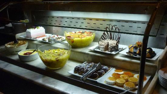 Caribbean World Resorts Soma Bay: buffet dessert au resto italien