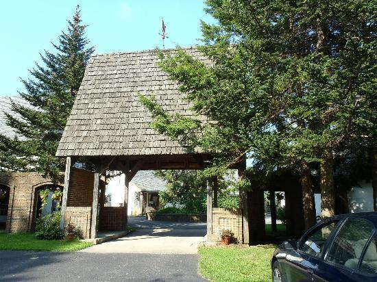 Stone Bridge Inn: Main entrance