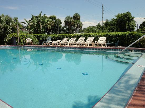 Budget Inn Okeechobee: Enjoy the Pool