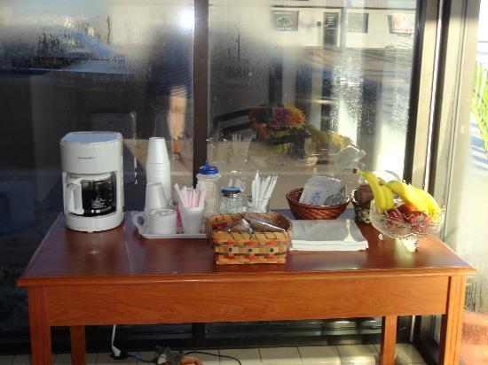 Budget Inn Okeechobee: Coffee in the Morning