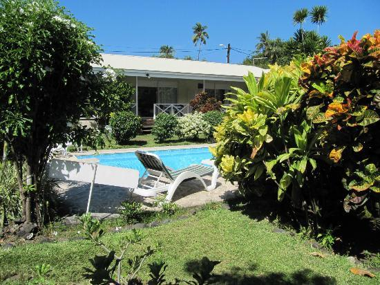 Vue sur le jardin photo de pension de la plage tahiti for Chambre 13 tahiti plage