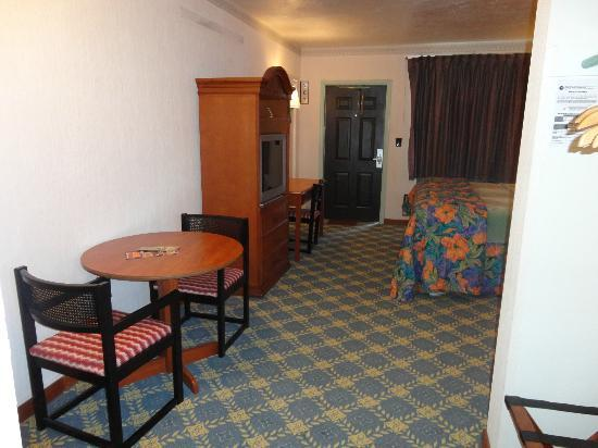 Budget Inn Okeechobee: King Suite