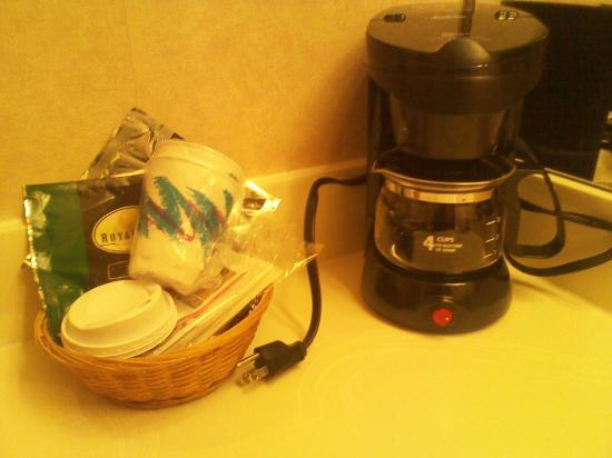 Quality Inn Tulalip - Marysville: Coffee- another unexpected surprise.