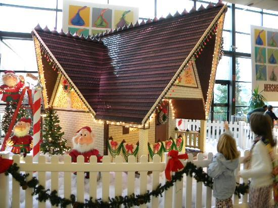 hersheys chocolate world hersheys christmas candy house - Christmas At Hershey