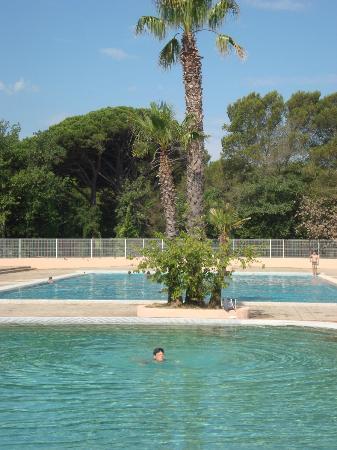 Parc Saint James Oasis Village : piscines