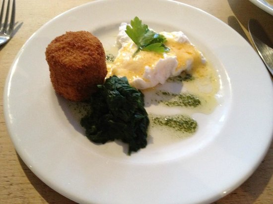Veritas Wine Bar & Bistro: Haddock Fishcake with poached egg... STUNNING!