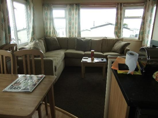 Ladram Bay Holiday Park: The lounge/ dinning area