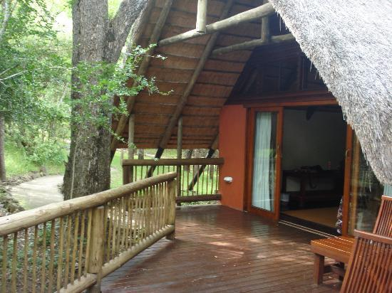 Hluhluwe River Lodge: Front entrance and Balcony