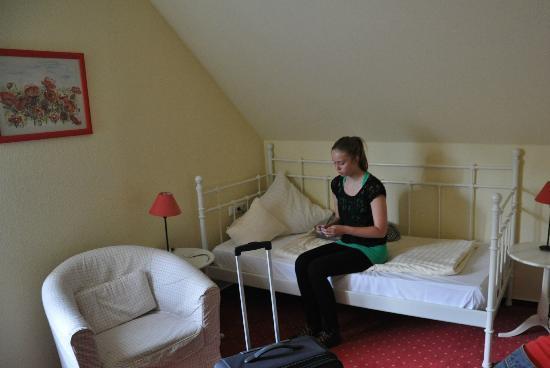 Landhotel Salmen : Teenager's room - two separate beds