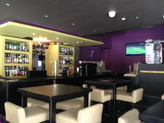 BarCelona Lounge: Inside