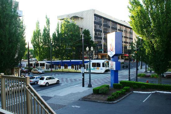 Motel 6 Portland Downtown: the conveniently located - but noisy - max light rail