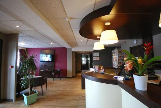 Kyriad Poitiers Sud: RECEPTION