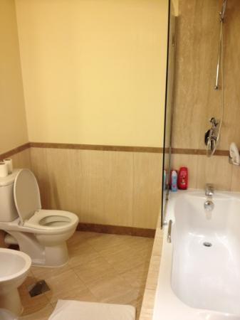 Madinah Movenpick Hotel: 2nd bathroom