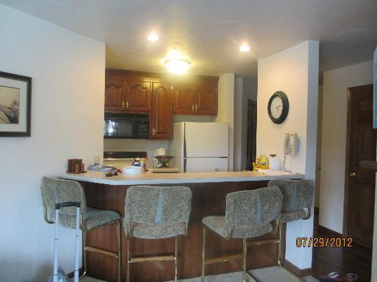 Baileys Harbor Yacht Club Resort: Kitchen area