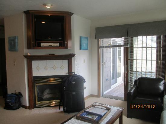 Baileys Harbor Yacht Club Resort: living area