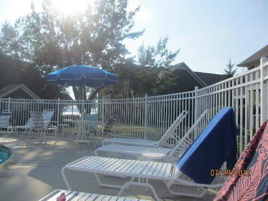 Baileys Harbor Yacht Club Resort: Outdoor pool deck