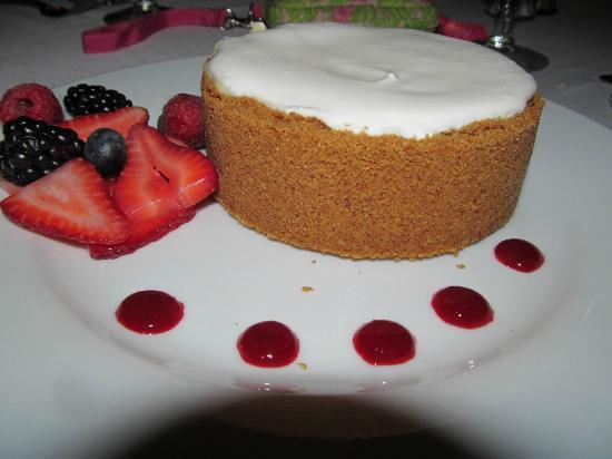 Ruth's Chris Steak House: Cheesecake for 1 make that 4!