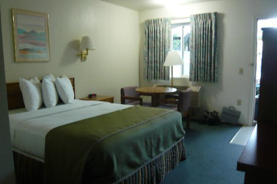 Howard Johnson Express Inn - Roseburg: Bedroom