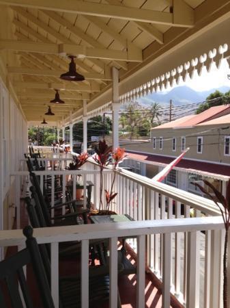 Lahaina Inn: Balcony view.
