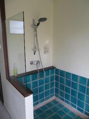 Yindee Stylish Guesthouse: Outside bathroom