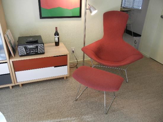 Orbit In : The Bertoia Chair and the phonograph
