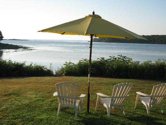 Strawberry Hill Seaside Inn: Private waterfront