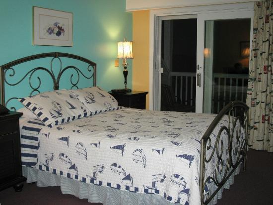 Strawberry Hill Seaside Inn: Queen bedroom