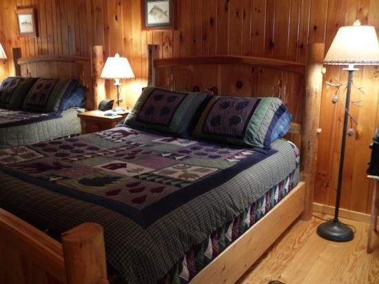 Schroon Lake Bed and Breakfast: Adirondack Cottage
