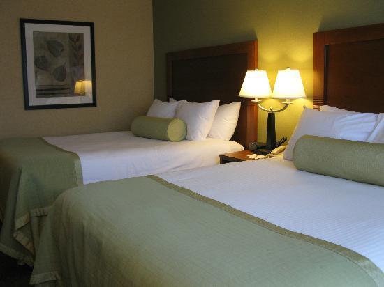 Ramada Ellsworth : Room, double queen beds