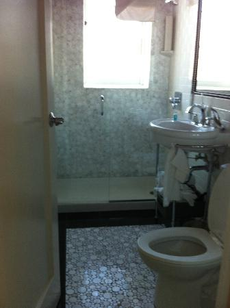 Inn at the Park: bathroom