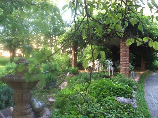 Beaufort House Inn: The grounds