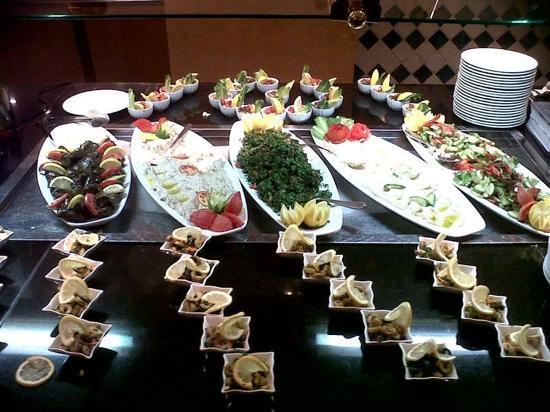 Madinah Movenpick Hotel: dining