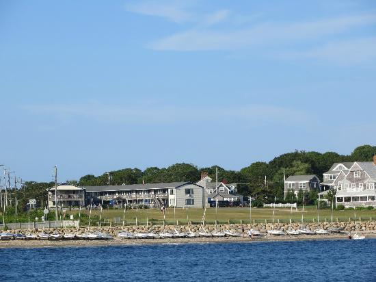 Mariner's Point Resort: View of Hotel from Island Queen when returning from Martha's Vineyard