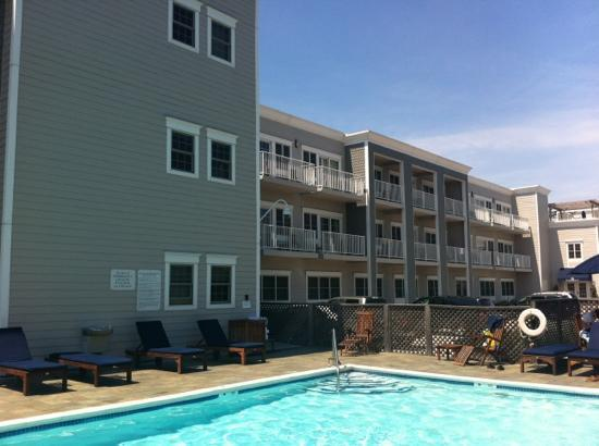 Harborfront Inn at Greenport: pool area