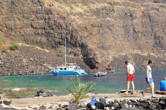 Kealakekua Bay State Historical Park: ツアーに参加すると、このような船で訪れます